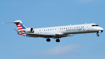 A picture of N242LR - Mitsubishi CRJ900ER - American Airlines - © Eric Siebeneicher