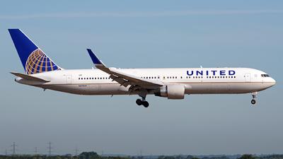 N670UA - Boeing 767-322(ER) - United Airlines