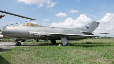 1113 - Mikoyan-Gurevich Mig-19PM Farmer D - Slovakia - Air Force