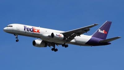 A picture of N914FD - Boeing 75728A(SF) - FedEx - © toeychincha