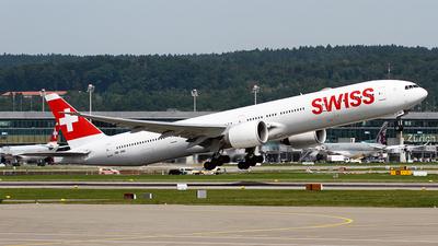 A picture of HBJNH - Boeing 7773DE(ER) - Swiss - © Cesar Prieto
