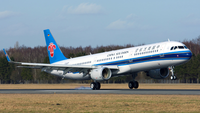 D-AVZS - Airbus A321-211 - China Southern Airlines