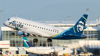 A picture of N642QX - Embraer E175LR - Alaska Airlines - © Scott Merriman