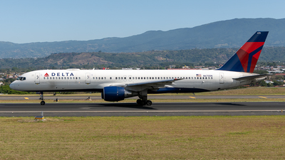 A picture of N670DN - Boeing 757232 - Delta Air Lines - © Cristian Quijano