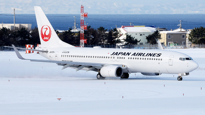 A picture of JA329J - Boeing 737846 - Japan Airlines - © Luozomi