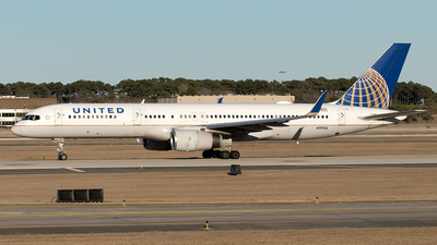 A picture of N19136 - Boeing 757224 - United Airlines - © Yixin Chen