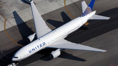 N211UA - Boeing 777-222 - United Airlines