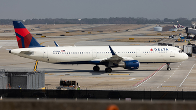 A picture of N355DN - Airbus A321211 - Delta Air Lines - © JinZi