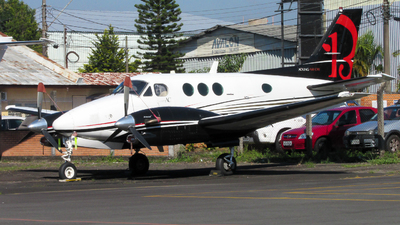 PT-OYN - Beechcraft C90A King Air - Private