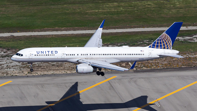 A picture of N41135 - Boeing 757224 - United Airlines - © N.Yuya