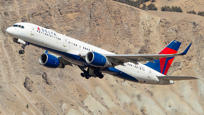 A picture of N6715C - Boeing 757232 - Delta Air Lines - © Watts Brooks