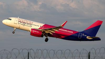 A picture of HALSB - Airbus A320232 - Wizz Air - © Csaba Zachar