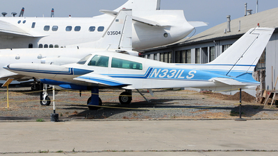 A picture of N331LS - Cessna 310Q - [310Q0028] - © Jeroen Stroes