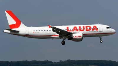 A picture of OELOR - Airbus A320214 - Laudamotion - © Chris Jilli