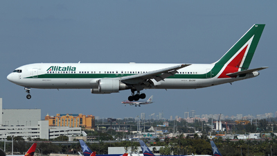 EI-CRF - Boeing 767-31B(ER) - Alitalia