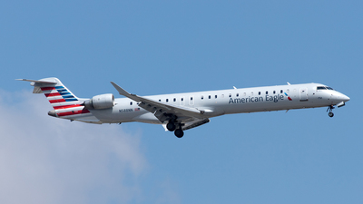 A picture of N588NN - Mitsubishi CRJ900LR - American Airlines - © Yixin Chen