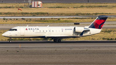 A picture of N448SW - Mitsubishi CRJ200LR - Delta Air Lines - © David Lee