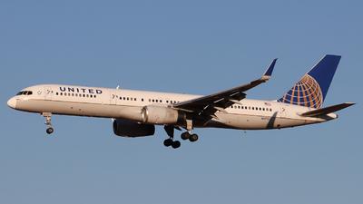 N17105 - Boeing 757-224 - United Airlines