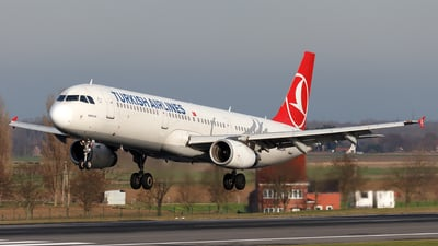 A picture of TCJRR - Airbus A321231 - Turkish Airlines - © Borut