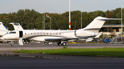 M-YULI - Bombardier BD-700-1A10 Global Express XRS - Private