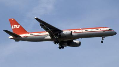D-AMUI - Boeing 757-2G5 - LTU