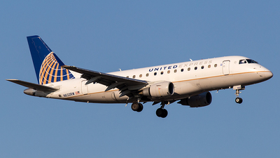 A picture of N632RW - Embraer E170SE - United Airlines - © Wenjie Zheng