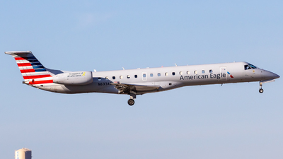 A picture of N693AE - Embraer ERJ145LR - American Airlines - © Centex Spotter