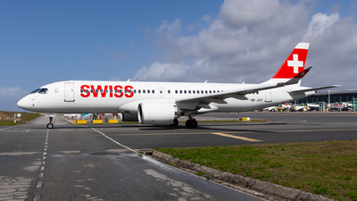 A picture of HBJCD - Airbus A220300 - Swiss - © Carlos Miguel Seabra