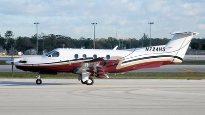 A picture of N724HS - Pilatus PC12/47E - [1527] - © Paul Denton
