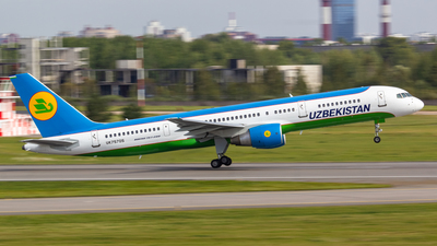 UK75705 - Boeing 757-231 - Uzbekistan Airways