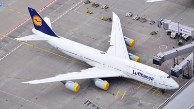 A picture of DABYR - Boeing 747830 - Lufthansa - © Oliver Lotz