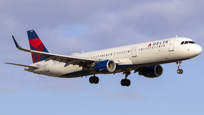 A picture of N327DN - Airbus A321211 - Delta Air Lines - © Nelson Mejia