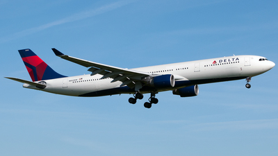 N802NW - Airbus A330-323 - Delta Air Lines