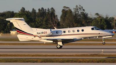 A picture of N428QS - Embraer Phenom 300 - NetJets - © André Du-pont  (Mexico Air Spotters)