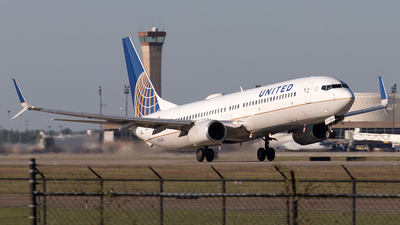 A picture of N75410 - Boeing 737924 - United Airlines - © Yixin Chen