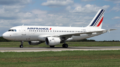 A picture of FGRXA - Airbus A319111 - Air France - © Marin Ghe.