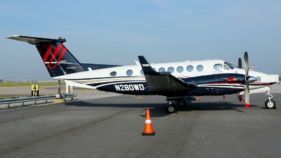 N280WD - Beechcraft B300 King Air 350i - Private