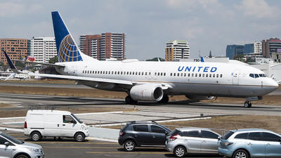 A picture of N77510 - Boeing 737824 - United Airlines - © Brian Boche