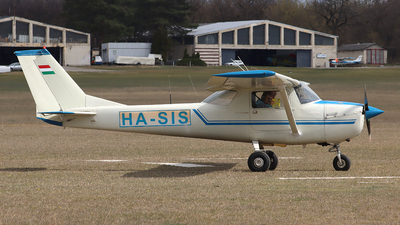 HA-SIS - Cessna 150J - Private