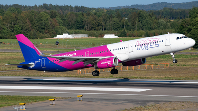 A picture of HALXC - Airbus A321231 - Wizz Air - © MaxAviation