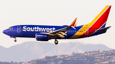 A picture of N7733B - Boeing 73776N - Southwest Airlines - © Brandon Giacomin
