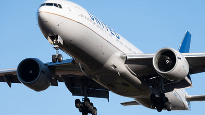 N78013 - Boeing 777-224(ER) - United Airlines