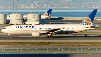 N772UA - Boeing 777-222 - United Airlines