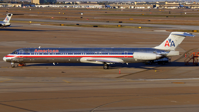 A picture of N567AM - McDonnell Douglas MD83 - [53293] - © Brock L