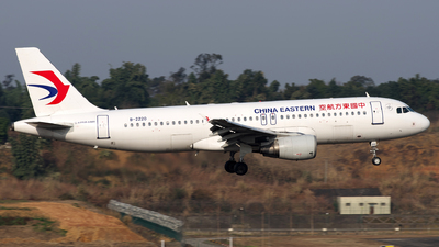 A picture of B2220 - Airbus A320214 - China Eastern Airlines - © baobao723