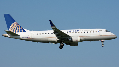 A picture of N87303 - Embraer E175LR - United Airlines - © Wes B