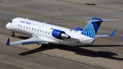 A picture of N920EV - Mitsubishi CRJ200LR - United Airlines - © Roger M