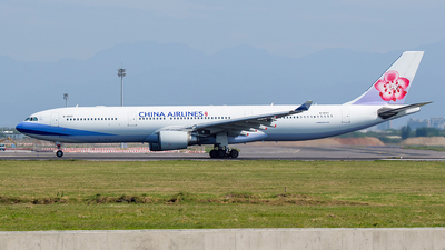 A picture of B18317 - Airbus A330302 - China Airlines - © Huang Chengjen