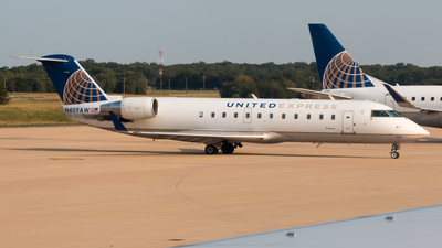 A picture of N409AW - Mitsubishi CRJ200LR - United Airlines - © Luis Portillo