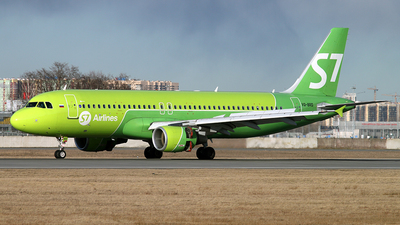 A picture of VQBRD - Airbus A320214 - S7 Airlines - © Malyshev Andrei